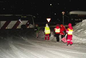 Här, i korsningen E14 vid Åre Continental Inn i Björnänge, har många allvarliga olyckor inträffat. Att behöva sätta sina barn på skolbussen här under de förhållanden som råder känns hemskt, tycker föräldrarna.   Foto: Elisabet Rydell-Janson