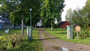 De asylsökande i Älby herrgård kommer under söndagen få besök av Tierpsbor som har med sig fika och kläder.