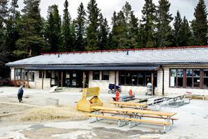 En avdelning på Fröja förskola har stängt sedan en begränsad mängd svartmögel upptäckts i ett rum.