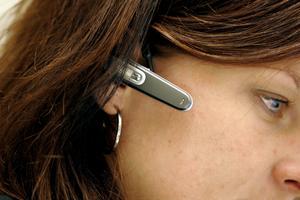 lyssnar. Bris har bemannade telefoner dygnet runt, alltid en vuxen som lyssnar och kan komma med vägledning. skriver Elizabeth Sahlén Karlsson.Foto: Pontus Lundahl, Scanpix