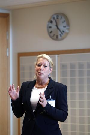 Mer talför då. Catharina Elmsäter-Svärd berättade om den kommande infrastruktur-¿propositionen när hon talade om budgeten vid en möte på Bombardier i Västerås. Men när själva förslaget kom blev det ingen ordentlig presentation.foto: VLT:s arkiv