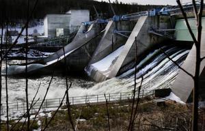 Det var en nyligen bytt generator i Gammelänge kraftverk som visade sig innehålla asbest.