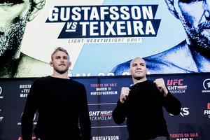 Alexander Gustafsson valde att inte visa knytnävarna under onsdagens