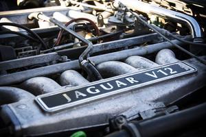 V12:an på sex liter är en attraktion bara den. Den är oväntat tyst, men kraft saknas inte.