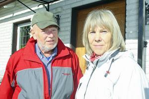 Kenneth och Inga-Britt Eriksson gick båda i skolan tillsammans med Henning Mankell. Inga-Britt från första till sjätte årskurs och Kenneth under ett år i realskolan.