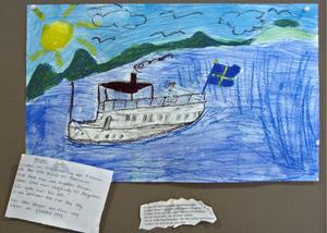 Ångbåten Varpen tuffar ut på Ljusnan.