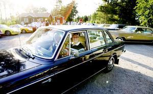 Owe Jonsson från Vågbro kom i en gammal limousin, Volvo 164 från 1971. –  I början av 1970-talet användes bilen som privatbil åt chefen för Sandarnefabriken. En morbror köpte den 1973, och jag tog över den år 2000, berättade Owe Johnsson.