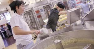 Köksbiträde är en yrkesgrupperna där man genom kompetensutveckling kan utbildas till kock.