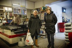 Yvonne Oscarsson och Ulla Andersson höll fast i sina planer att besöka Los trots att Ulla Andersson fått ta över som partiordförande.