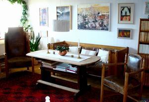 De Wahlmanmöbler som Hantverk och Design i Hedemora har erbjudits att köpa består av soffa stolar, bord, skrivbord, matsalsgrupp, skänk och olika skåp och bokhyllor i tolv delar. Foto:Ann-MarieSörbergs