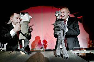 Faust möter Mefisto, Mats Jadin och Hans Kellerman ger teaterdockorna liv.