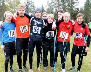 IFK Hallsberg Hockeys J18-lag hade försäsongsstart på lördagen. Grisrundan var en av punkterna på programmet. Foto: Samuel Borg
