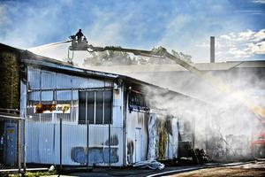 Brandmännen arbetade 56 timmar med släckning och bevakning av brandresterna efter den stora industribranden på Sjöhagsvägen.