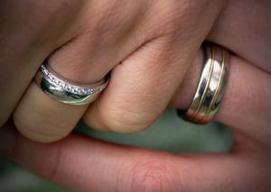 Rätt beslut. Svenska kyrkan bidrar genom sitt beslut om att viga även homosexuella par till att ena vårt samhälle ytterligare.