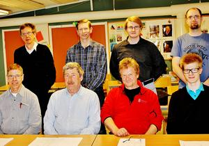Schack 88:s 25:e årsmöte: Sune Zackrisson, Bo Wik, Anders Wik och Fredrik Blixt. Sittande: Per-Jonas Wik, Ulf Abrahamsson, Stefan Karlsson och Jonas Wik.   Foto: AnnaLena Wik