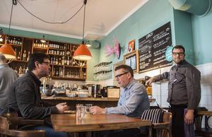 Johan Modéer satsar på ursprungsmärkt kött från Västernorrland på sin restaurang. Han välkomnar förslaget om att restauranggästerna ska ha rätt till information och märkning av matens ursprung även när de äter ute.