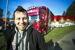 Det kommer lastbilsfolk till den här träffen från hela Skandinavien, en av dem är Juha Ristimaa, med sin lastbil Madonna från Finland.