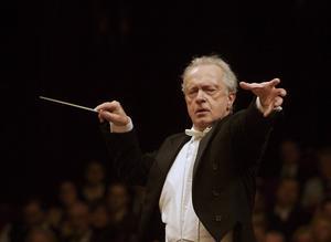 Antoni Wit, den polska konsertkvällens polska gästdirigent.