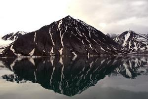 Stora lugnet. Spegelblankt vatten och absolut rent. Foto:KjellHansson/Talu