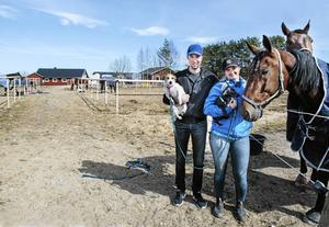 2017 köpte Rikard och sambon Lina, tillsammans med Rikards morbror, Volmsta gård i Njurunda.