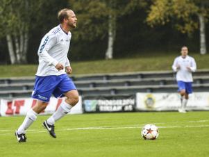 Lagkaptenen Mathias Gradin fick tillbaka sin vapenbroder Johan Andjäll i mittförsvaret. Det gav stadga till hela Ope, som klarade 0–0 borta mot Björna.   Arkivbild: Hans Andersson