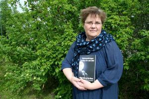 Läraren Åsa Olenius författardebuterar med boken Nattvandringar mellan liv och död.