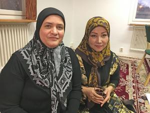 Sjuksköterskorna Azam Moradi och Fozia Ebrahimi hoppas att kommunen återinför kvinnobadet.