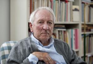 """Överraskad? """"Njaa"""". Tomas Tranströmer fyllde i april 80 år, något som uppmärksammades stort. Nu vilar världens                              ögon återigen på poeten – och Nobelpristagaren."""