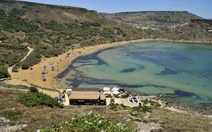 Ghajn Tuffieha är en av Maltas bästa och mest orörda stränder.