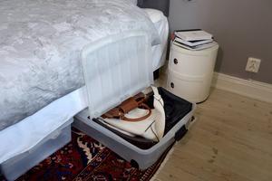 Under sängen finns det stora ytor som kan användas till förvaring.    Foto: Janerik Henriksson/TT