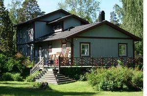 Tommy Hindrikes lyxvilla i Åkersberga ritades och sköttes av Michael Ruth. Han gjorde allt arbete på arbetstid som ABF betalade. Foto: Svante Isaksson