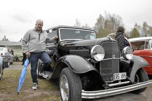 Första gången. För Jörgen Nydén är det första gången han besöker motordagen, och nu kommer det att bli fler gånger. Bilen är en Ford Tudor från 1932.