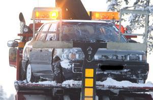 Bilen som kört av E4 bärgades snabbt från olycksplatsen.