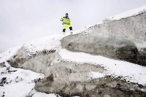 - Det enorma snöberget fungerar i praktiken som en smältande glaciär och kyler ned havsvattnet dramatiskt, berättar Leif Hagman på Gävle Markbyggare som ansvarar för snöberget.