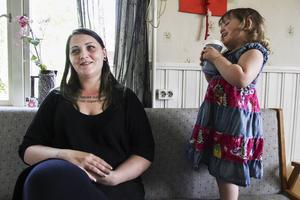 Noome Sundin i Arbrå står nu upp för sin kropp och här är hon tillsammans med dottern Ronja.