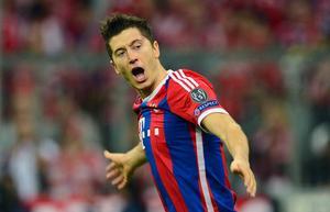 Robert Lewandowski firar ett av sina två mål i Bayerns Münchens kvartsfinal mot Porto.