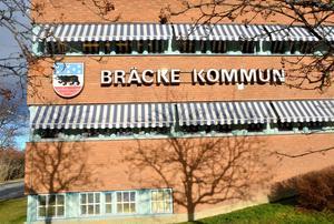 Moderata politiker i Bräcke vill minska antalet politiker och därigenom minska kostnaderna.