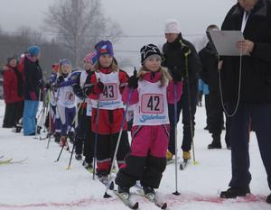 Ellen Jansson och Irma Svan väntar på att få starta.