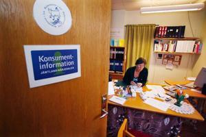 Konsumentvägledaren Ingrid Krylén har sitt kontor i Lit och jobbar med alla kommunerna i länet utom Strömsund. Foto: Jan Andersson