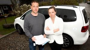 Johan och Anna Lindblom fick bilens registreringsnummer kapat. Nu har polisen hittat bedragarens bil.