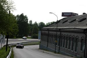 Viktig skylt. Skylten på taket för biografmuseet syns bra från riksvägen och har starkt bidragit till att antalet besökare tredubblats, säger Håkan Gustáv, ordförande i styrelsen för Folkets hus i Säter.