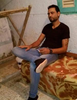 Här ses pojkvännen Bassem som inte klarade flykten. Han omkom i Medelhavet.