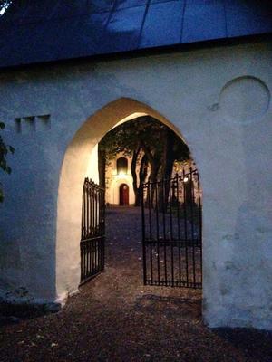 Grinden in till Nicolaikyrkan i Arboga.