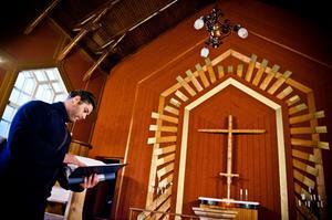 Robert Larsson är vaktmästare i Gudmundrå församling och har flera minnen från julottor i Kapellet. Nu är det endast öppet under sommaren.