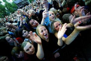 Storsjöyran 2002. Publiken på Fattarus konsert.