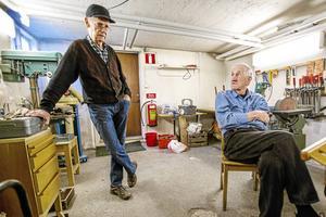 Egron Nilsson och Gustav Norell anser inte att det finns så stora underhållsbehov på Stensmovillan som Bergs hyreshus påstår. Tvingas PRO bort från huset är det slut med föreningen säger de.