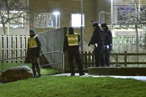 En man har avlidit efter en skottlossning på Docentgatan i Fosie i Malmö på tisdagen.