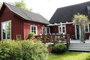 En arkitekt som tidigare bodde i huset ritade utbyggnaden som kallas ateljén.