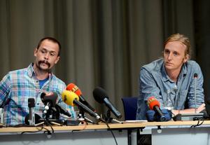 Hemma. De svenska journalisterna Johan Persson och Martin Schibbye håller pressträff i Stockholm efter återkomsten till Sverige.
