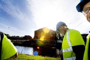 Ska äntligen saneras. Medlemmarna i Södra Skeppsvarvets båtklubb är glada att saneringen av den förorenade Stenborgskanalen äntligen blir av. Tommy Jansson, Håkan Höglund och de andra i klubben hoppas få skriva ett nytt arrendeavtal med kommunen när arbetet är klart.
